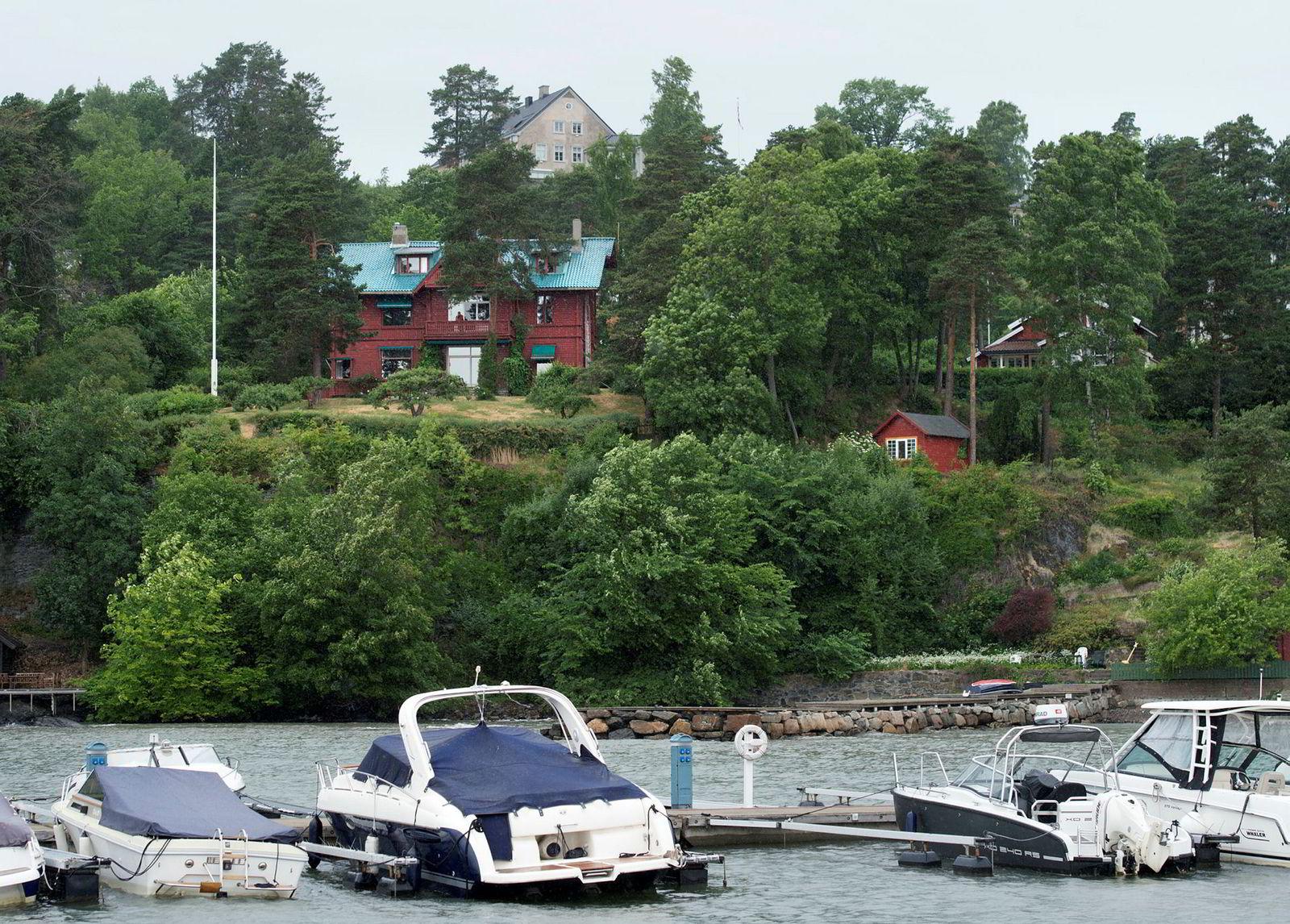 Strandveien 62 på Lysaker. Kjos-datter Anna Helene Kjos og mannnen kjøper eiendommen i Strandveien 62.