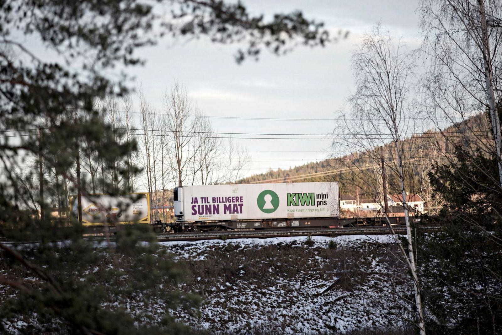 Så langt har det ikke vært fraktet matvarer i egne tog. Her er en kjøle/fryse-konteiner på et godstog på Bergensbanen ved Sokna.