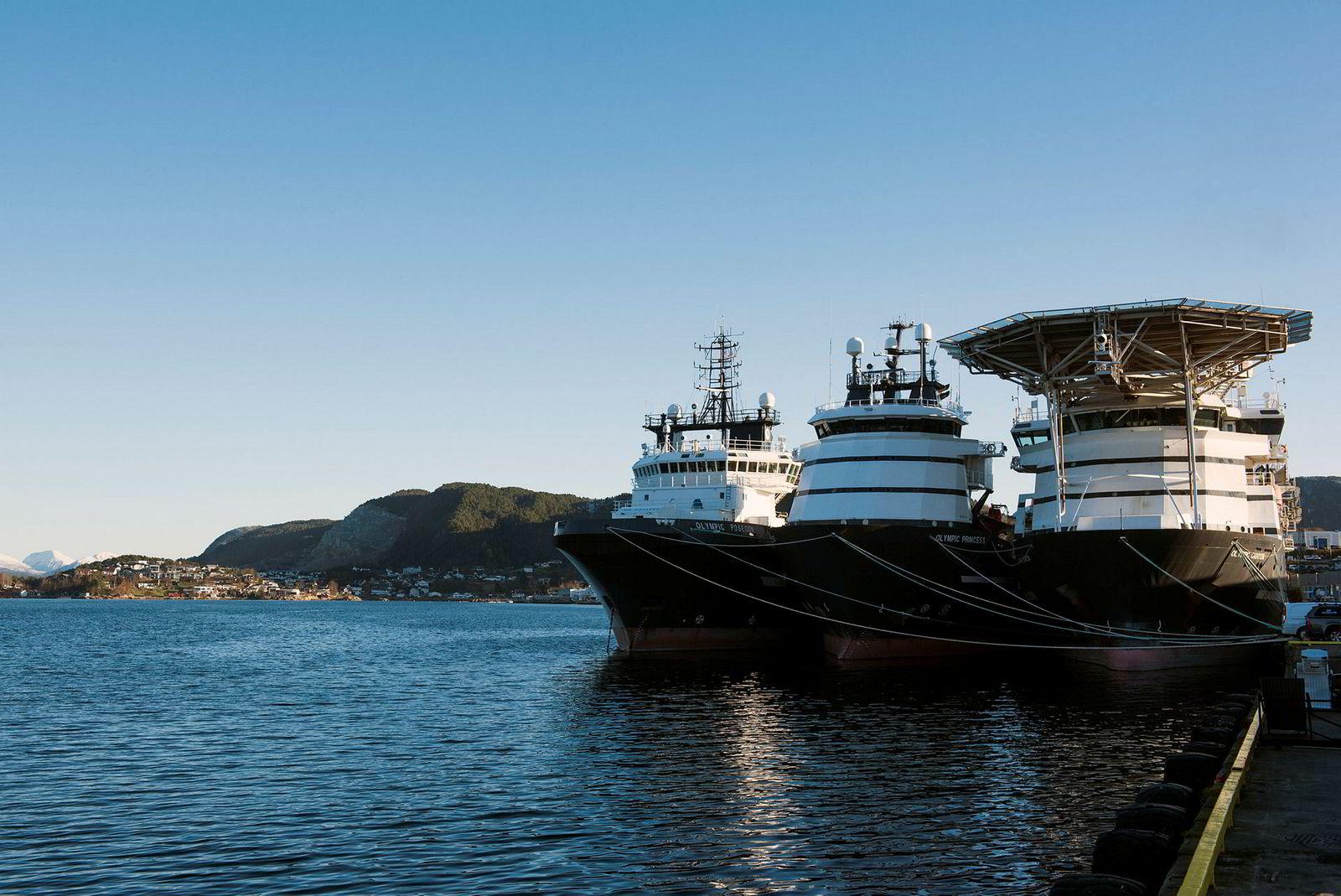 Olympic Shipping legger flere av båtene i opplag og satser på subsea. Her er offshorebåtene Olympic Poseidon, Olympic Princess og Olympic Canyon i opplag ved Breivika utenfor Ålesund.