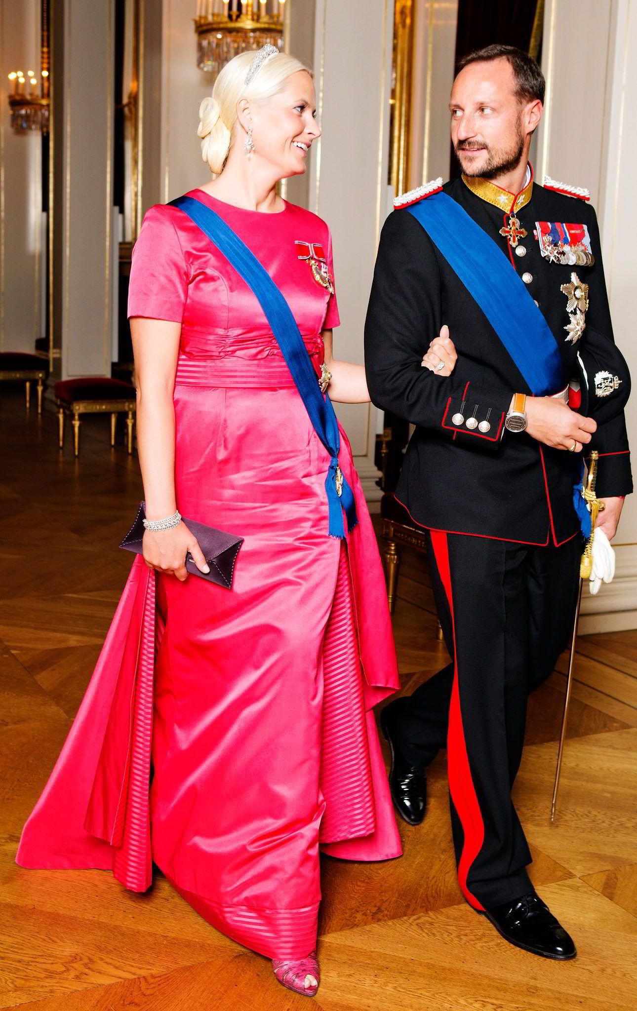 FÅR PEPPER. Kronprinsparet anklages  av Per Sandberg for å være venstrevridde. Foto: Cornelius Poppe,