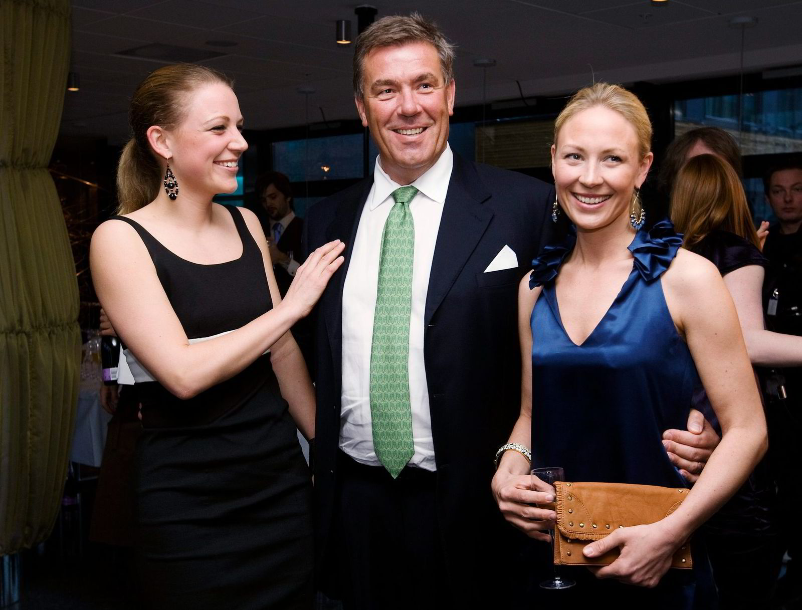 Stein Erik Hagen sammen med døtrene Caroline (til venstre) og Camilla. Foto: Terje Bendiksby,