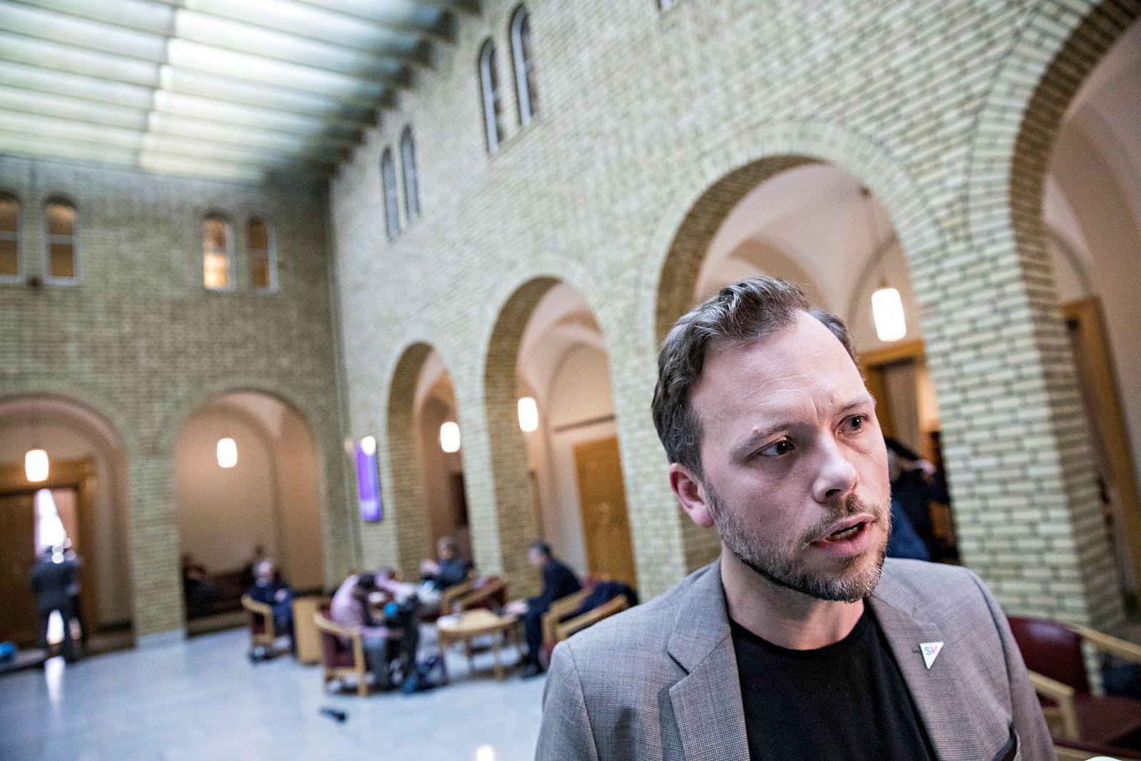 SV-leder Audun Lysbakken mener regjeringen setter penger foran klima.