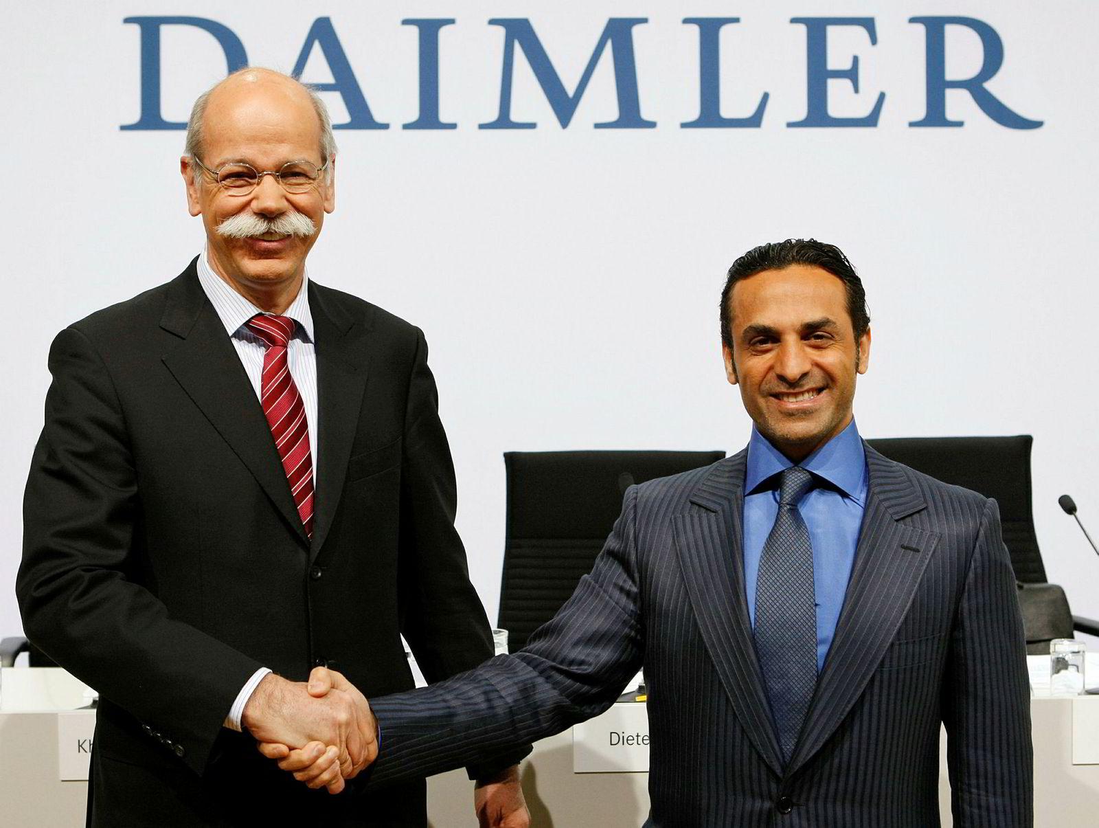 Al-Qubaisi, her med Daimler-sjef Dieter Zetsche (t.v.) da Ipic kjøpte seg inn og ble største aksjonær i den tyske bilprodusenten mars, 2009.