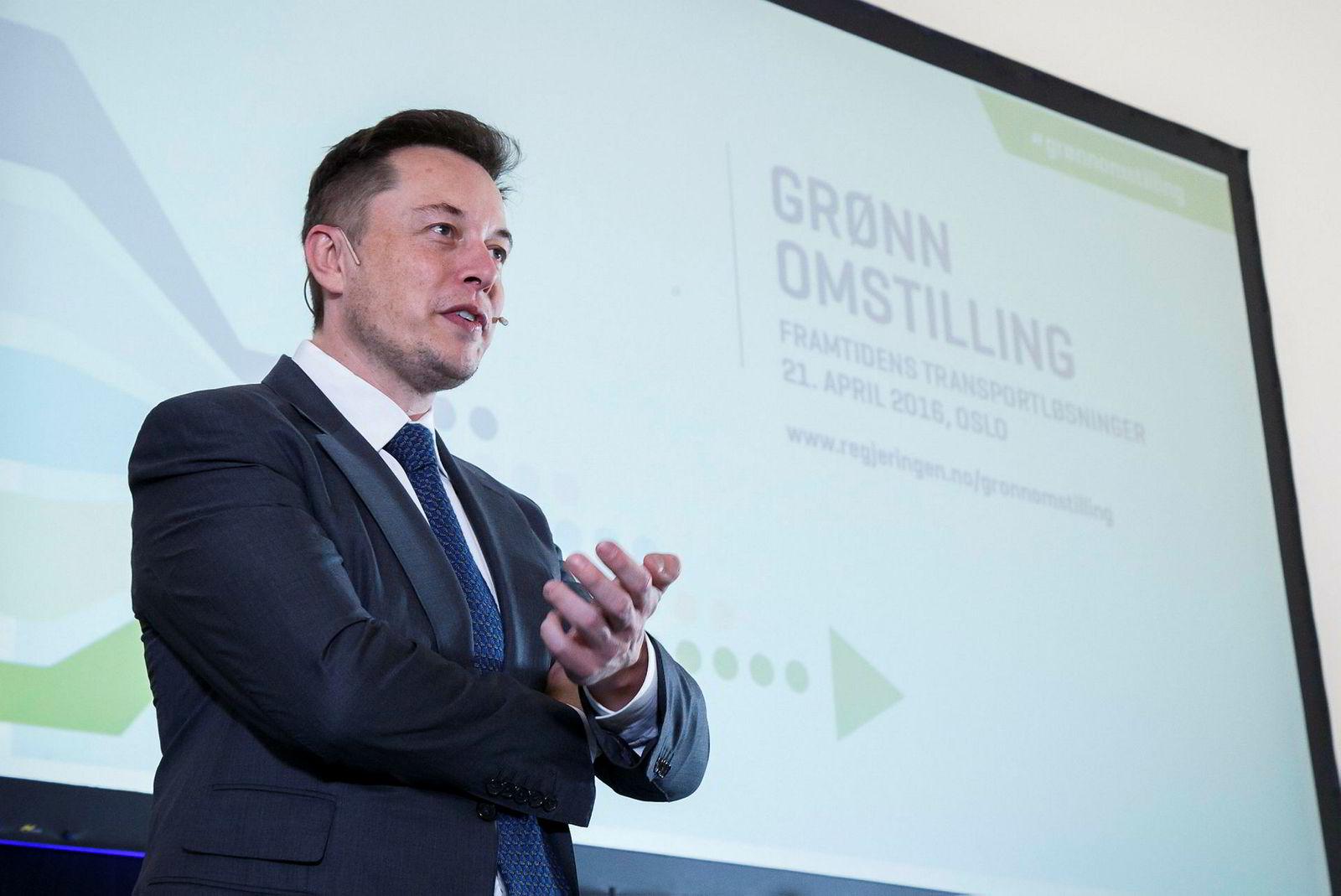 Lørdag kom Elon Musk innom Norge på en rask visitt. Dette er imidlertid ikke første gangen toppsjefen er i Norge. I 2016 besøkte han konferansen Grønn Omstilling.