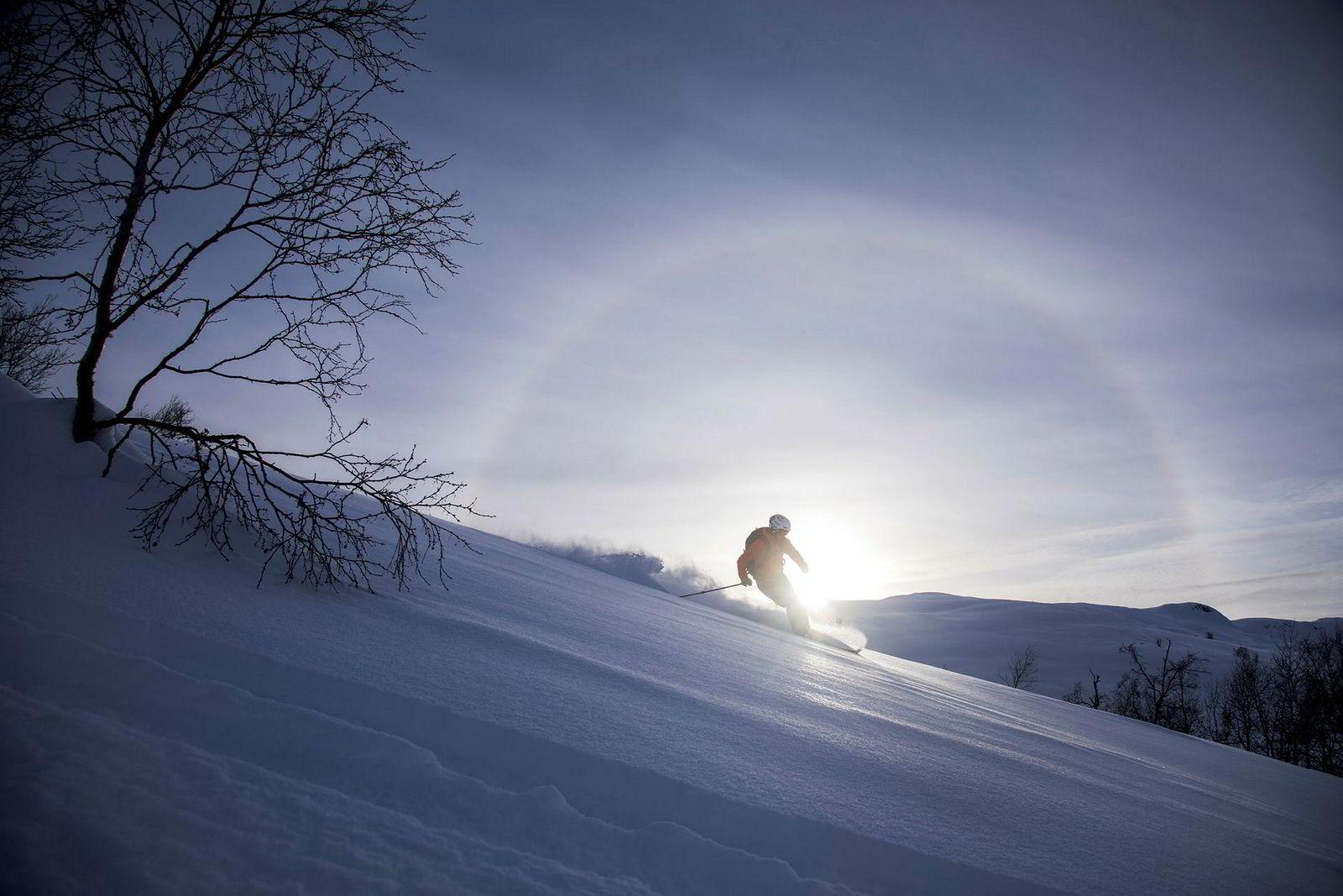 Ørjan Kongsvik Aall mener kortreiste skiopplevelser har en merverdi. Han setter mer pris på en god skidag i Sogndal enn i Alpene.