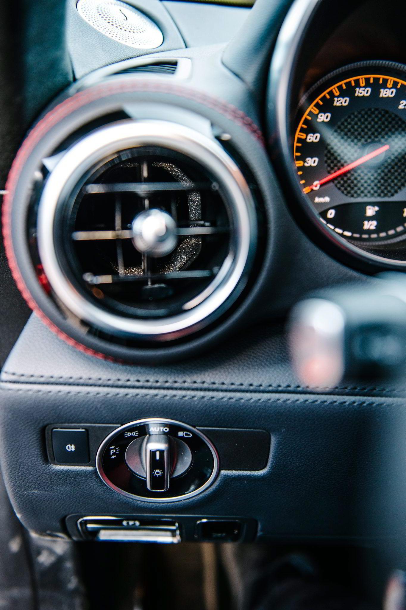 Interiørmessig er det lite å plukke på Mercedes AMG GT ...