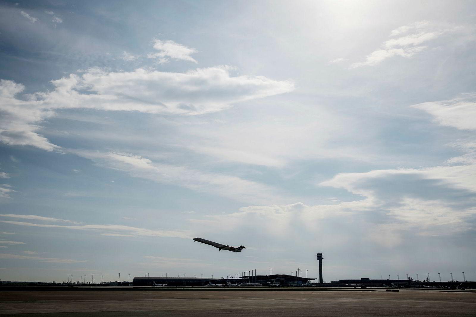Riksrevisjonen reagerer på at lønnsomheten i Avinor fortsatt er for lav. Her fra Oslo lufthavn.