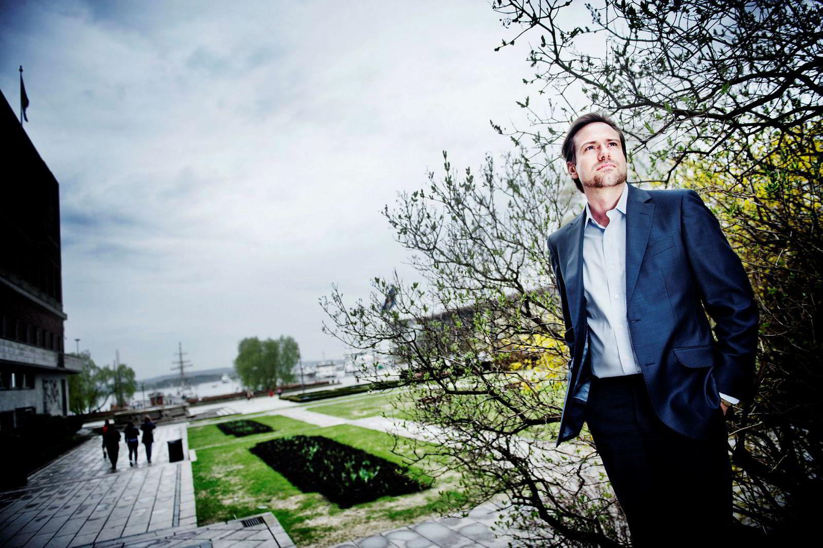 Farsunds-milliardær Endre Glastad (46) går i kompaniskap med stålgrossisten Leif Hübert (56) og kjøper hjørnesteinsbedriften Båtservice i Mandal.