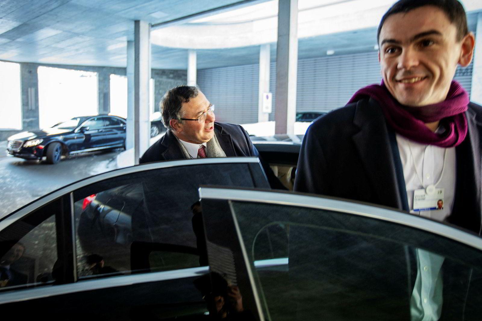 – Hvilken exit? Vi er fortsatt i Norge – i lang tid, forsikrer Total-sjef Patrick Pouyanne før han kjører fra oljetoppmøtet på Ameron Hotel sammen med seniorrådgiver Vincent Granier.