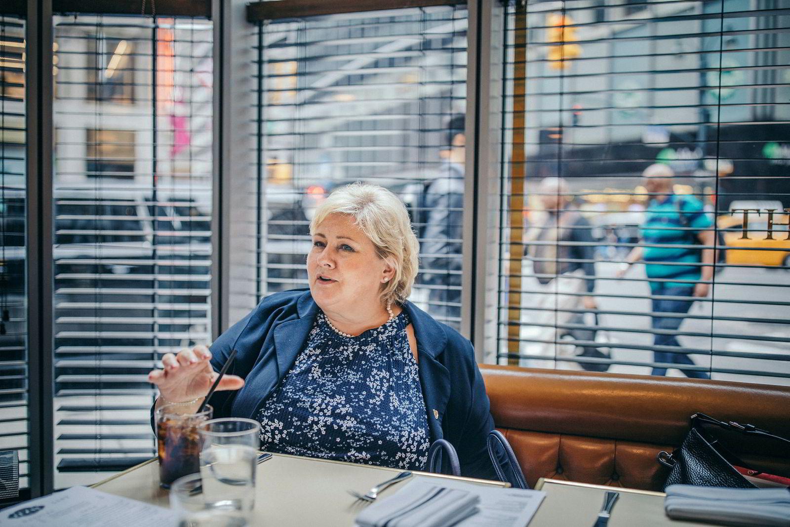 Statsminister Erna Solberg tok et hvileskjær med en Cola Light på Manhattan søndag ettermiddag. Mens hun treffer statsledere i New York under FN-uken, vil hun aktivt ta opp handelsspørsmål – og støtte til Verdens handelsorganisasjon.
