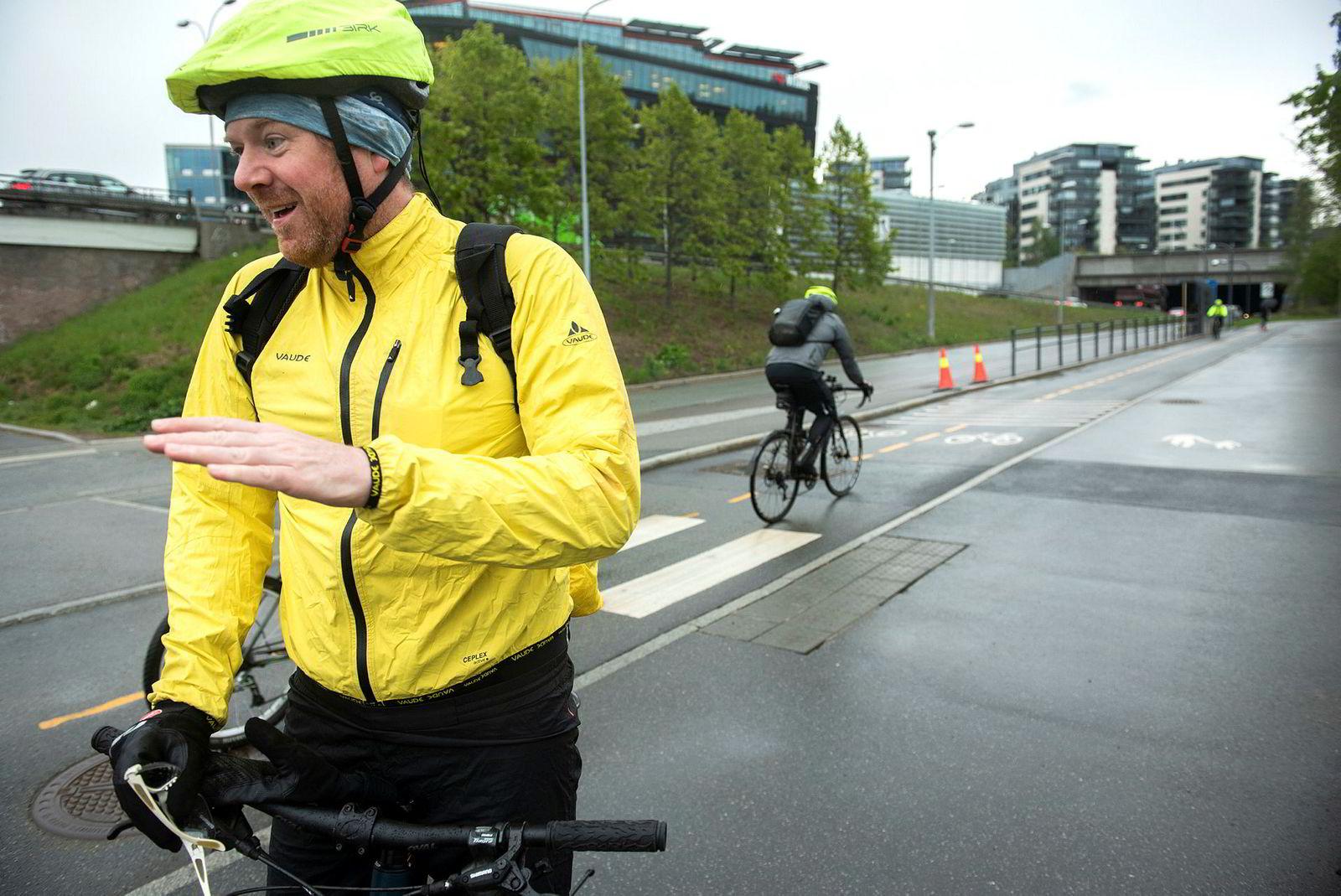 – Helt riktig å bruke bompenginntektene på kollektiv og sykkel, sier lærer og syklist Ketil Førsund (40)