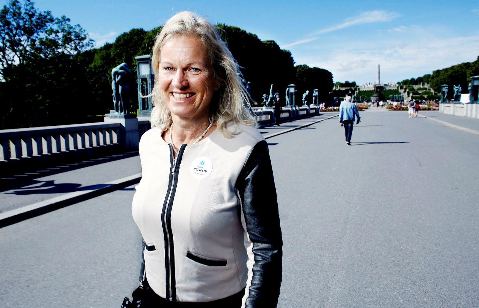 Kristin Krohn Devold stiller som mentor i fadderukene på NHH.