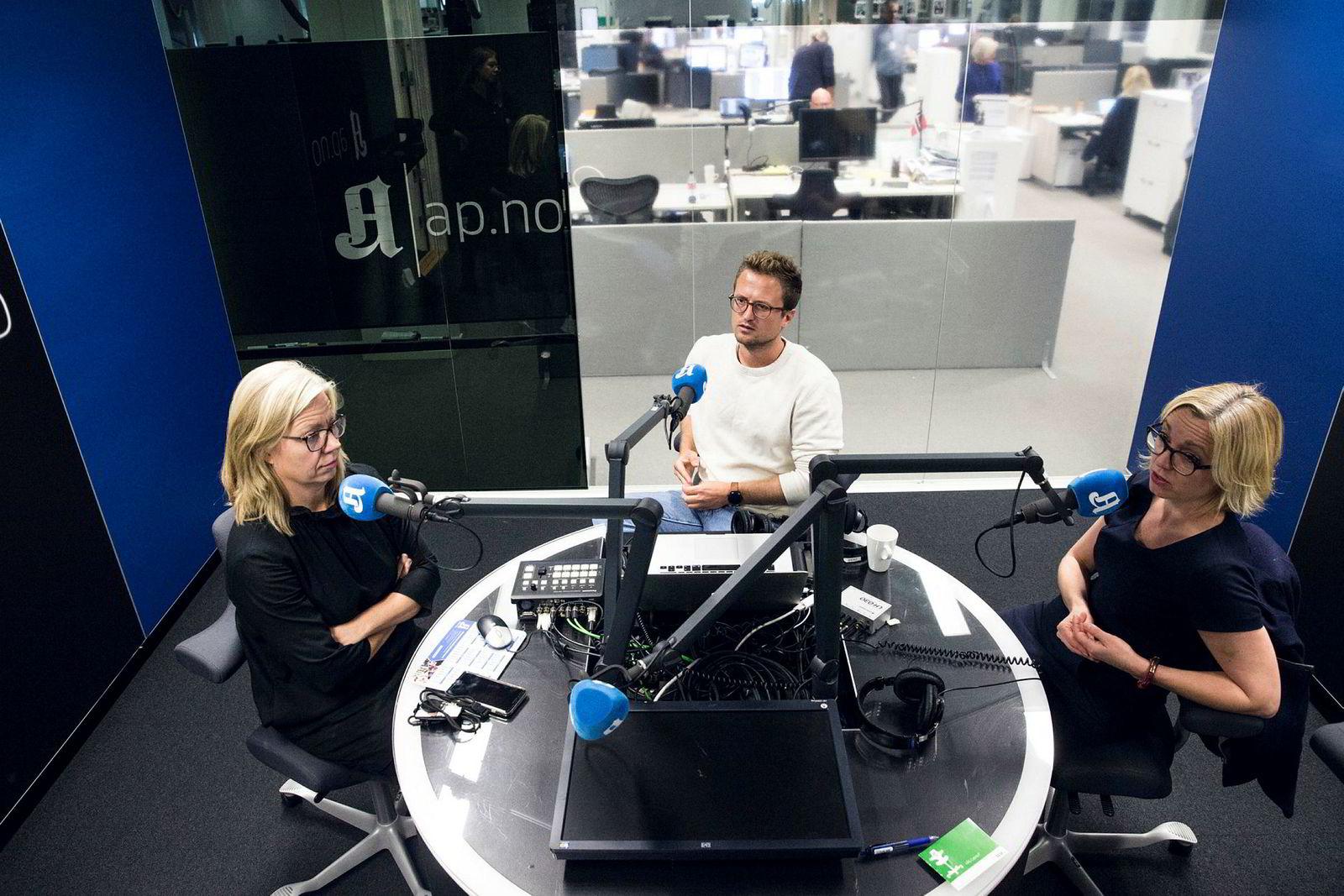 Kulturredaktør Sarah Sørheim (til høyre) i Aftenposten bekymrer seg ikke for at podkast vil være ulønnsomt for avisen. Her avbildet sammen med politisk redaktør Trine Eilertsen og nyhetssjef Lars Glomnes, som hun lager «Aftenpodden» med.