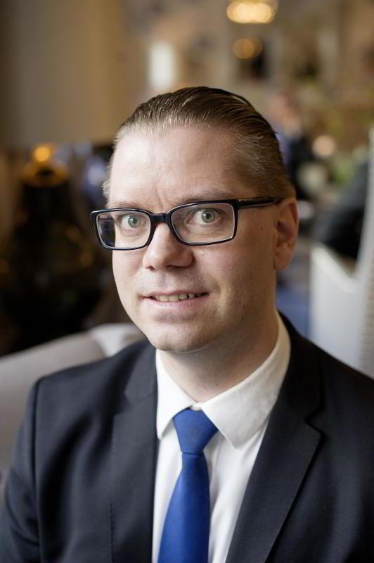 Marius Gonsholt Hov, Handelsbanken.