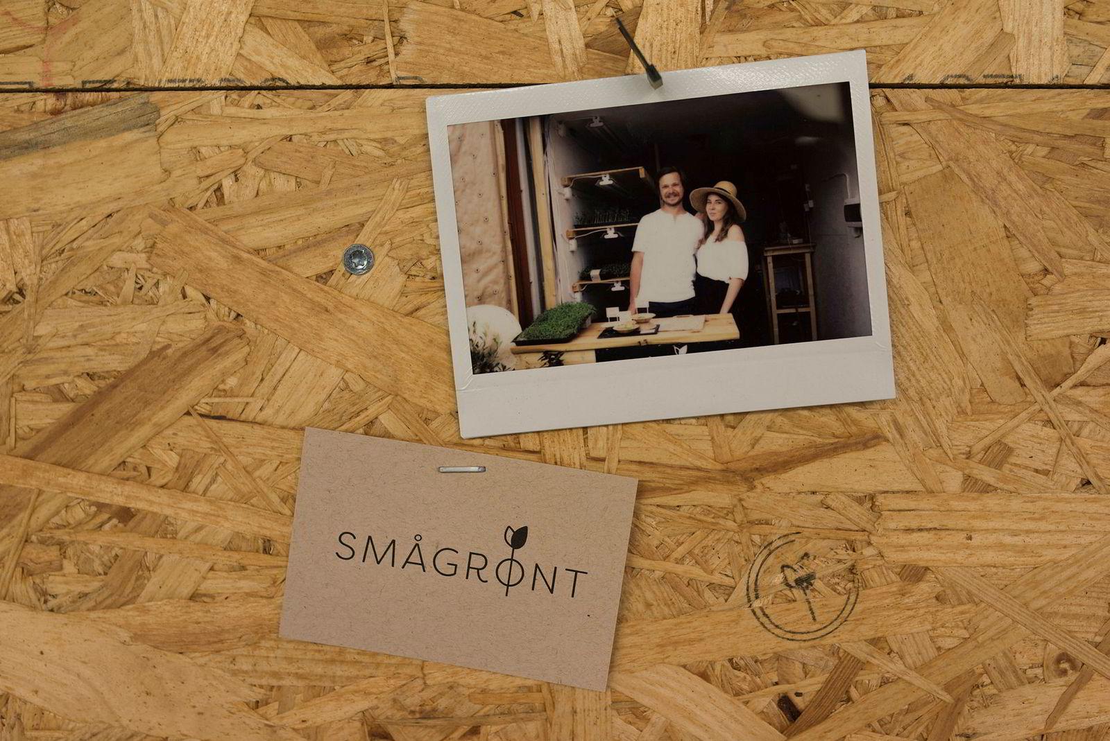 Bilder fra oppstarten pryder oppslagstavlen hos oppstartsbedriften Smågrønt.