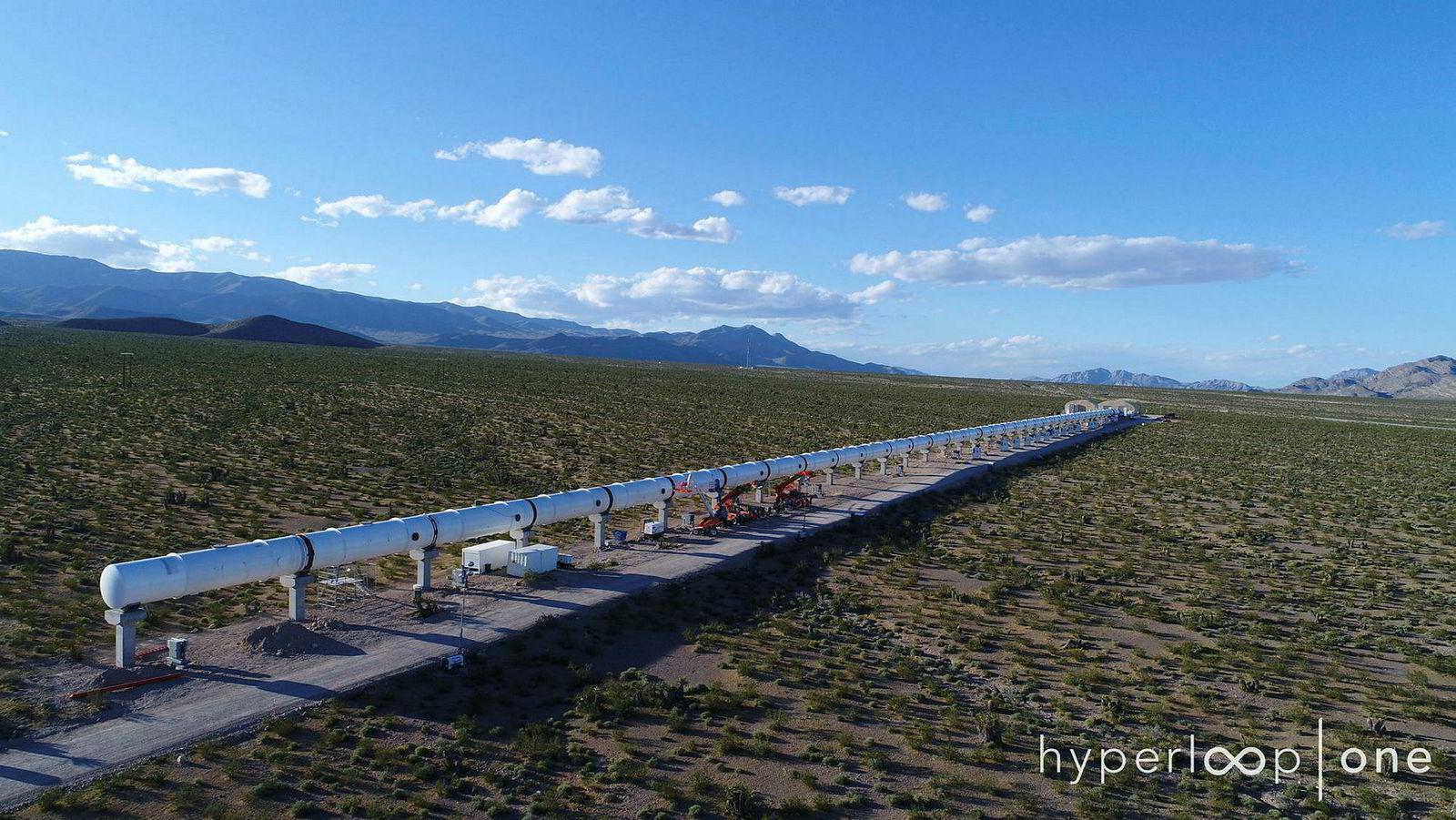 Den 500 meter lange testbanen i Nevada-ørkenen viser hvordan transportsystemet vil se ut i landskapet.