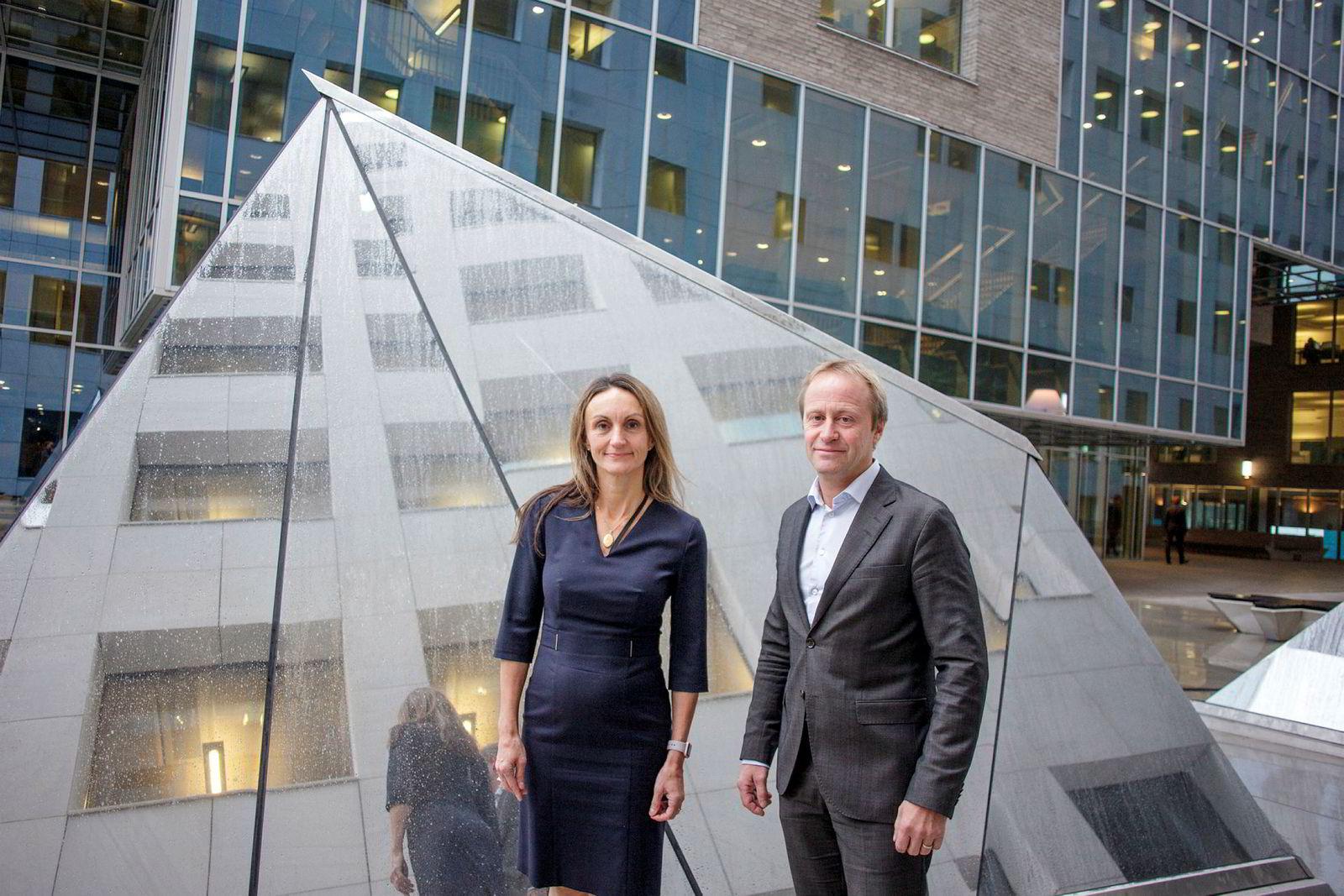 Konserndirektør Mirella E. Wassiluk og Roar Østby, leder for antihvitvask i DNB, sier banken har utvidet innsatsen for å hindre hvitvasking, og rapporterer flere saker til Økokrim. Rundt 250 jobber med antihvitvask i banken.
