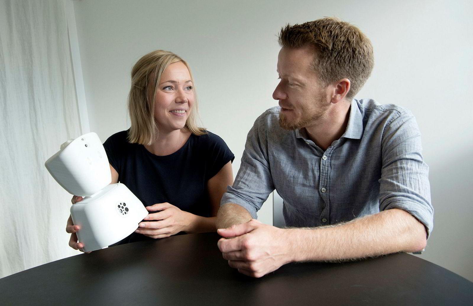 Karen Dolva, gründer i No Isolation. Her er hun sammen med Trigger-sjef Preben Carlsen.