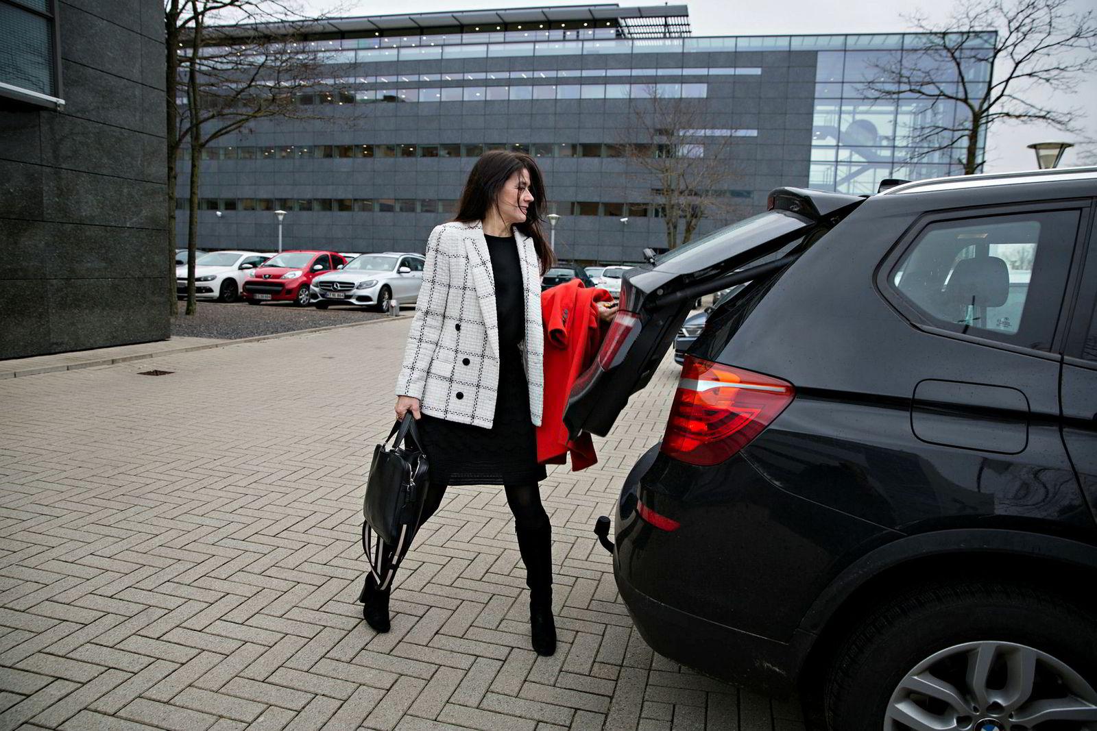 Astrid Simonsen Joos pendler mellom København og Nederland og reiser også verden rundt for å følge opp kunder.