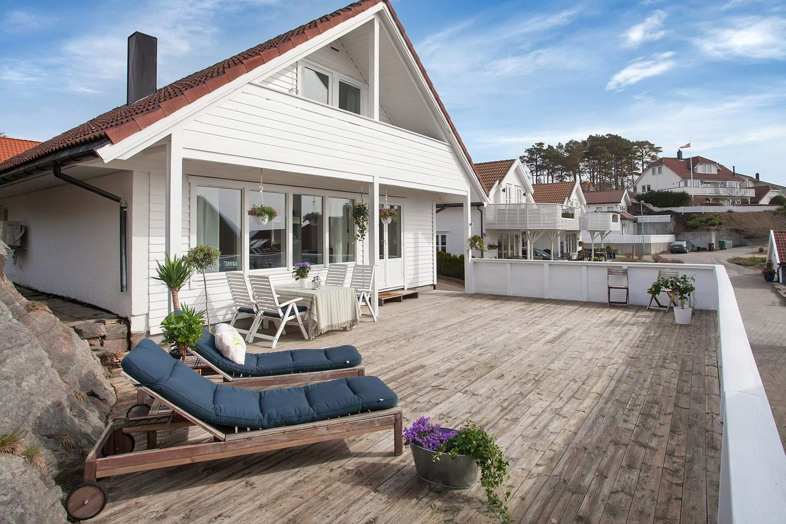 På Trysnes er dette huset lagt ut som fritidseiendom til 3,49 mill. Foto: Privatmegleren