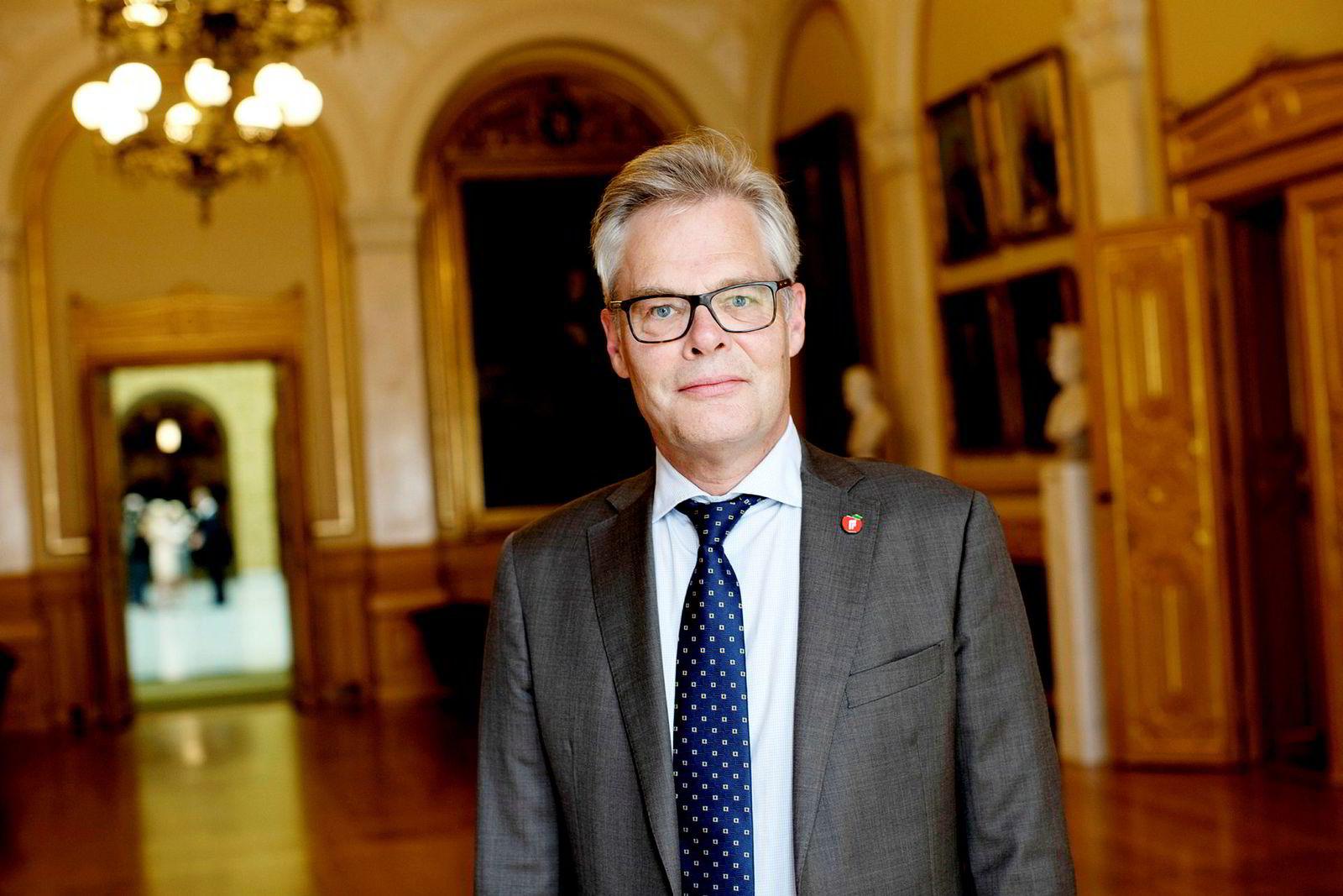 Parlamentarisk leder Hans Andreas Limi Frp mener de rødgrønne har én standard for seg selv, og én for andre når det kommer til habilitetsspørsmål.