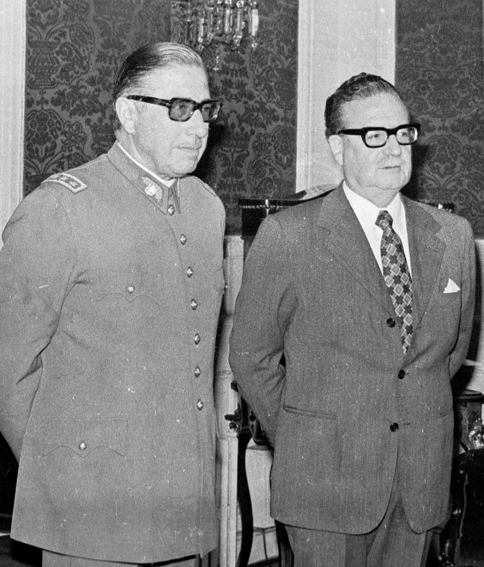 Chiles tidligere liberale og folkevalgte president, Salvador Allende (t.h.), og hans banemann, general Augusto Pinochet, kun dager før det USA-støttede kuppet i 1973.