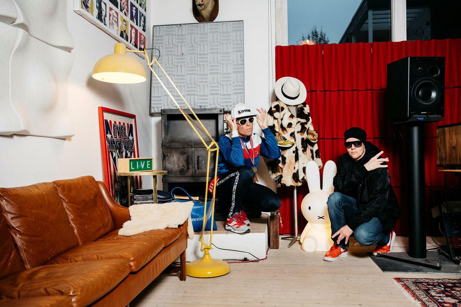Rapperne Oral Bee og Mr. Pimp Lotion, Anders Kranmo Smestad og Thomas Huse, fikk oppdraget av Aker BioMarine om å lage en rap til Røkkes 60-årsdag. Smestad synes Røkke er så spennende at han kunne laget et helt album.