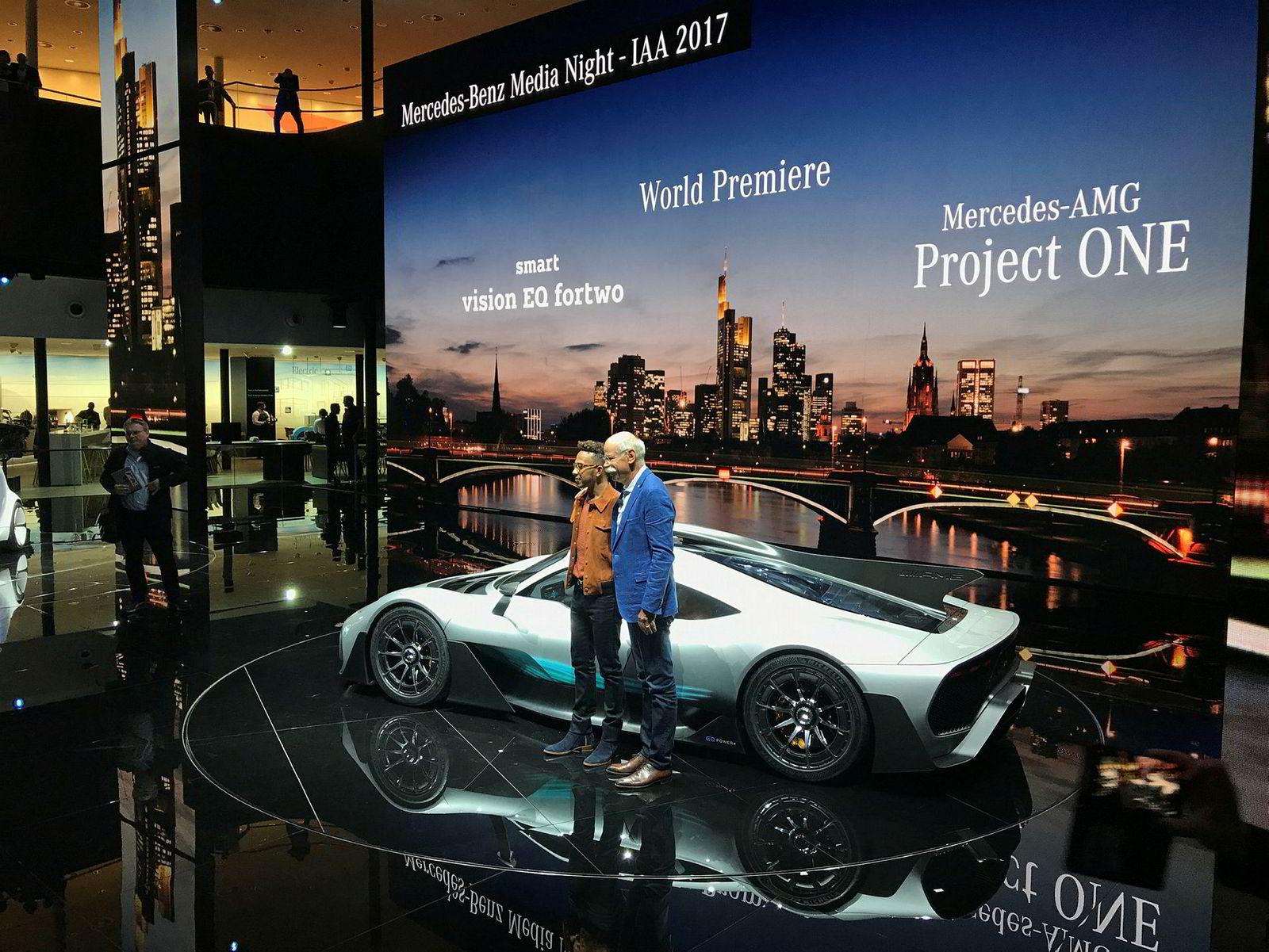 Mercedes-AMG Project One vises i Frankfurt av Dieter Zetsche og Lewis Hamilton.