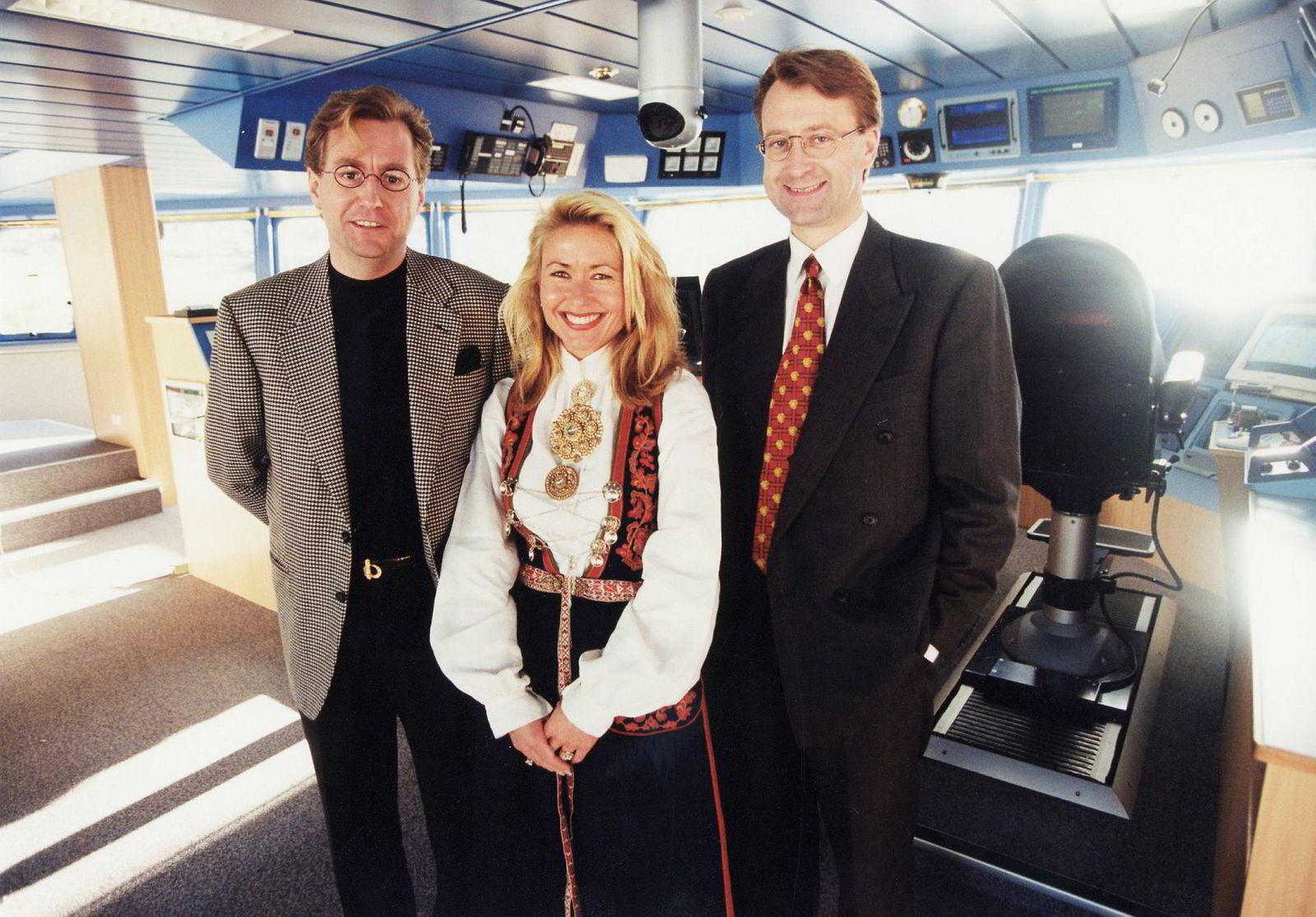 Kjell Inge Røkke, Kristin Aanderud-Larsen og Bjørn Rune Gjelsten på broen ved dåpen av «American Monarch» på Langsten oktober 1994. Røkke i en moteriktig grå blazer.