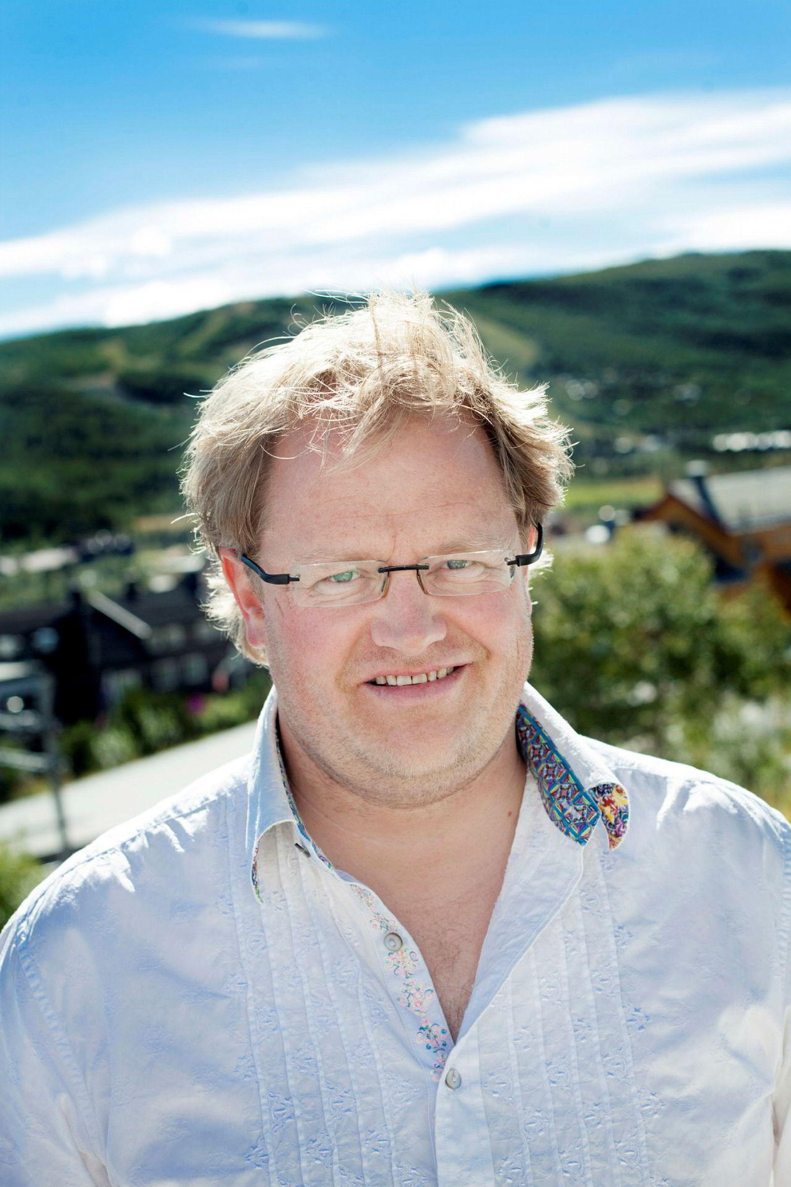 Reiselivssjefen på Geilo, Pål K. Medhus, støtter regjeringens innføring av økt reiselivsmoms og får så hatten passer av sine egne.