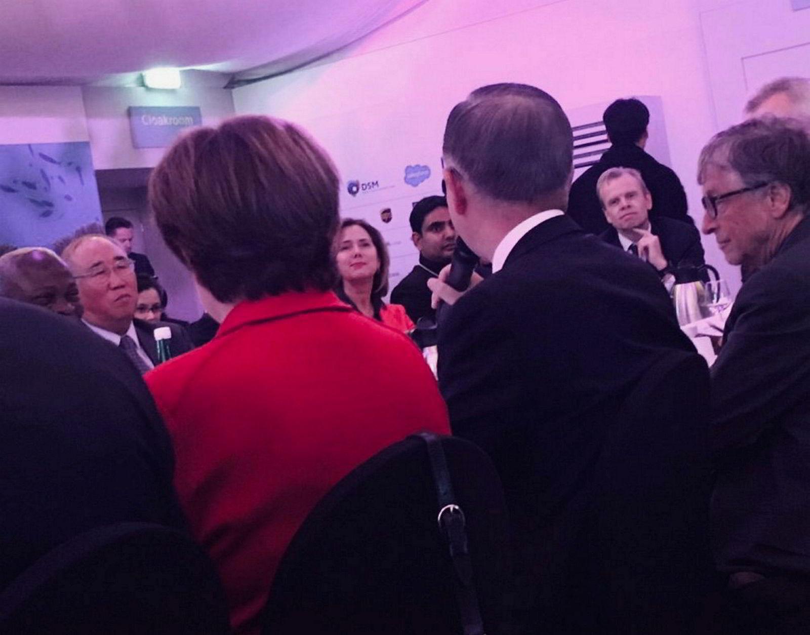 Davos. Middagene i Davos omfatter varierte gjester. Fra høyre filantrop Bill Gates, Yara-sjef Svein Tore Holsether, tidligere FN-generalsekretær Ban Ki-moon, verdensbanksjef Kristalina Georgieva og Kinas klimasjef Xie Zhenhua.