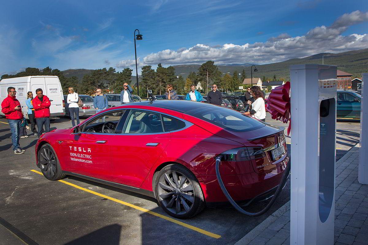 Åpning av Tesla Supercharger på Dombås.