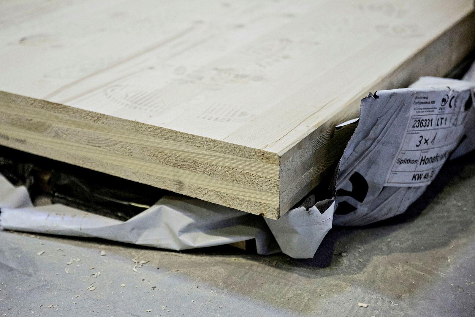 Ved bearbeiding av tømmer til høyverdige bygningsmaterialer i treindustrien, tidobles verdien av skogen.