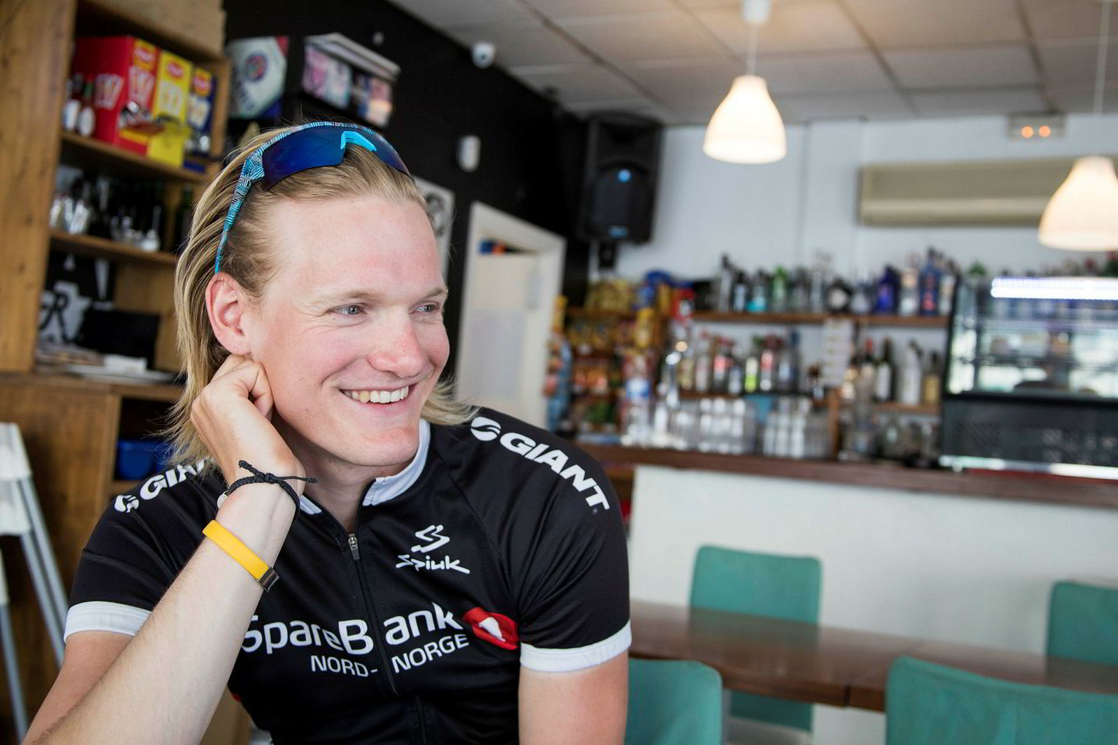 Kaffestopp er sterkt knyttet til den kontinentale sykkelkulturen som Dan Erik Hansen har fått et sterkt forhold til. På stamkafeen i sentrum av landsbyen der han bor tilbringes en del timer.