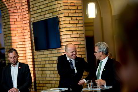 Partilederne på Stortinget, (fra venstre) Audun Lysbakken, Trygve Slagsvold Vedum  og Rasmus Hansson  etter at resultatet av kommunevalget er klart.