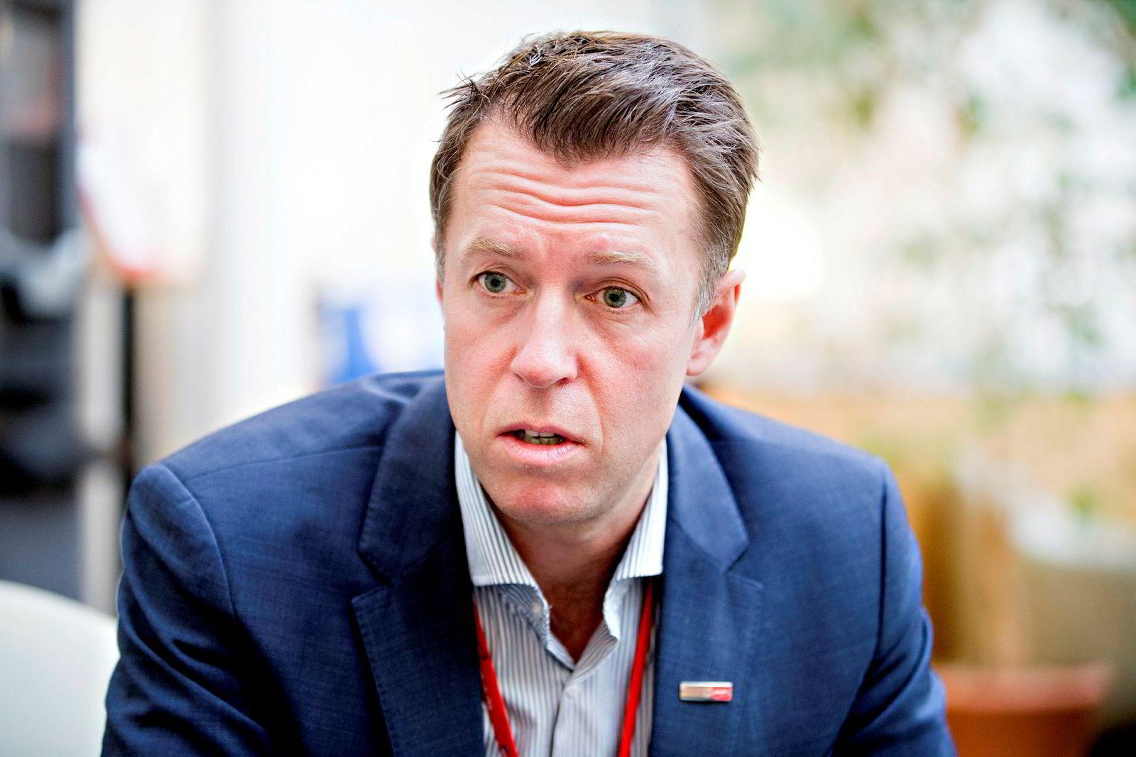 Lasse Sandaker-Nielsen i Norwegian.