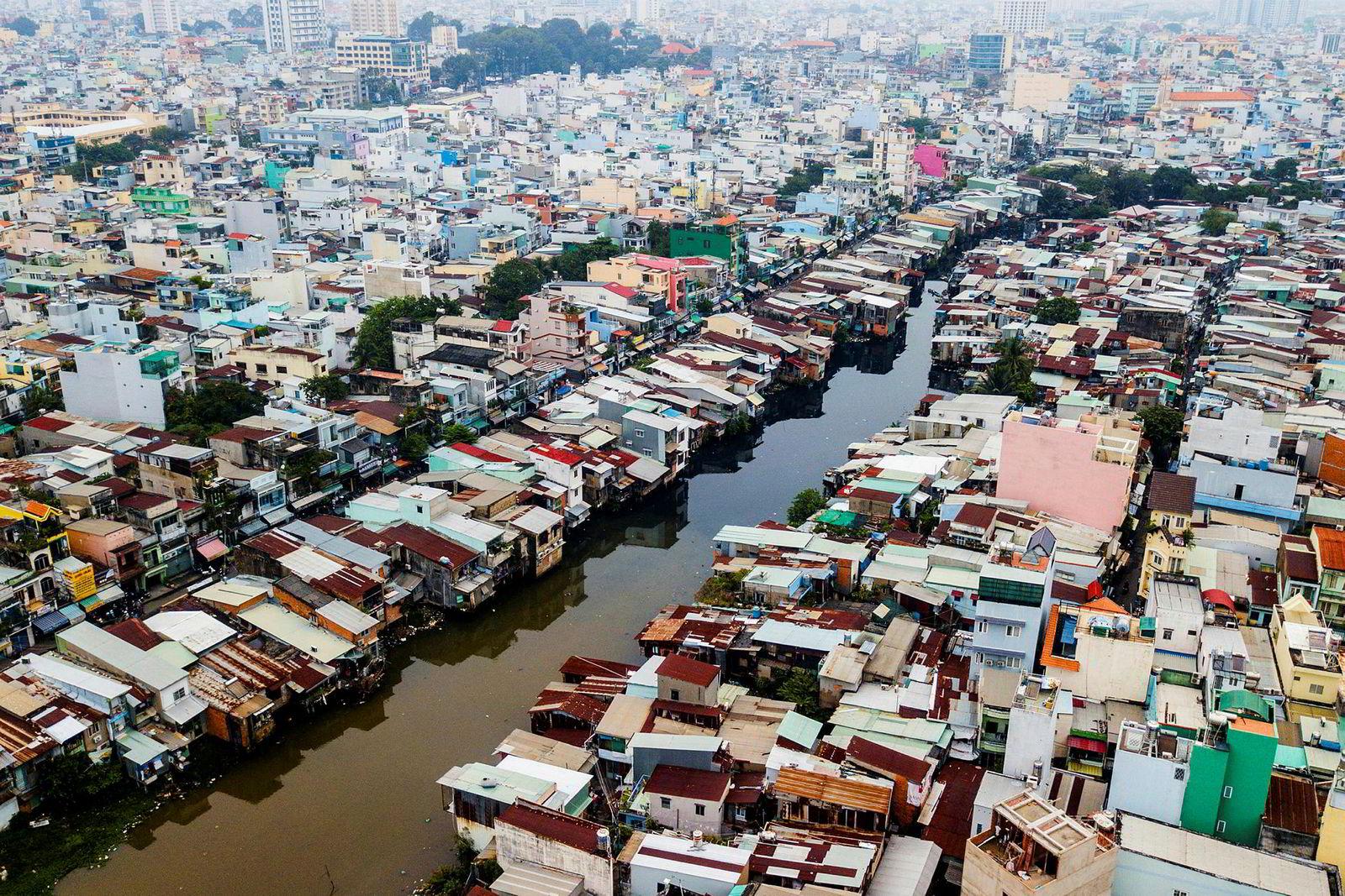 Flyfoto av husene ved Xyen Tam-kanalens bredder, 19. oktober i år.