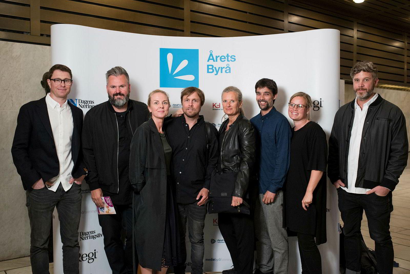 Reklamebyrået Pol. Fra venstre: Kjetil Skogly, Stian Johansen, Janne Lysø, Petter Bryde, Monika Augustsson, Ole Jakob Bøe Skattum, Ina Egelandsdal og Thorbjørn Ruud.