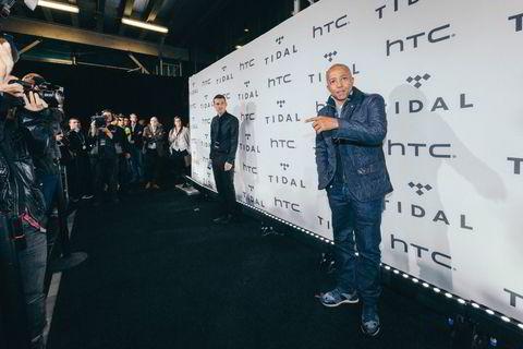 Tidligere Def Jam President, Kevin Liles, poserte for fotografene.