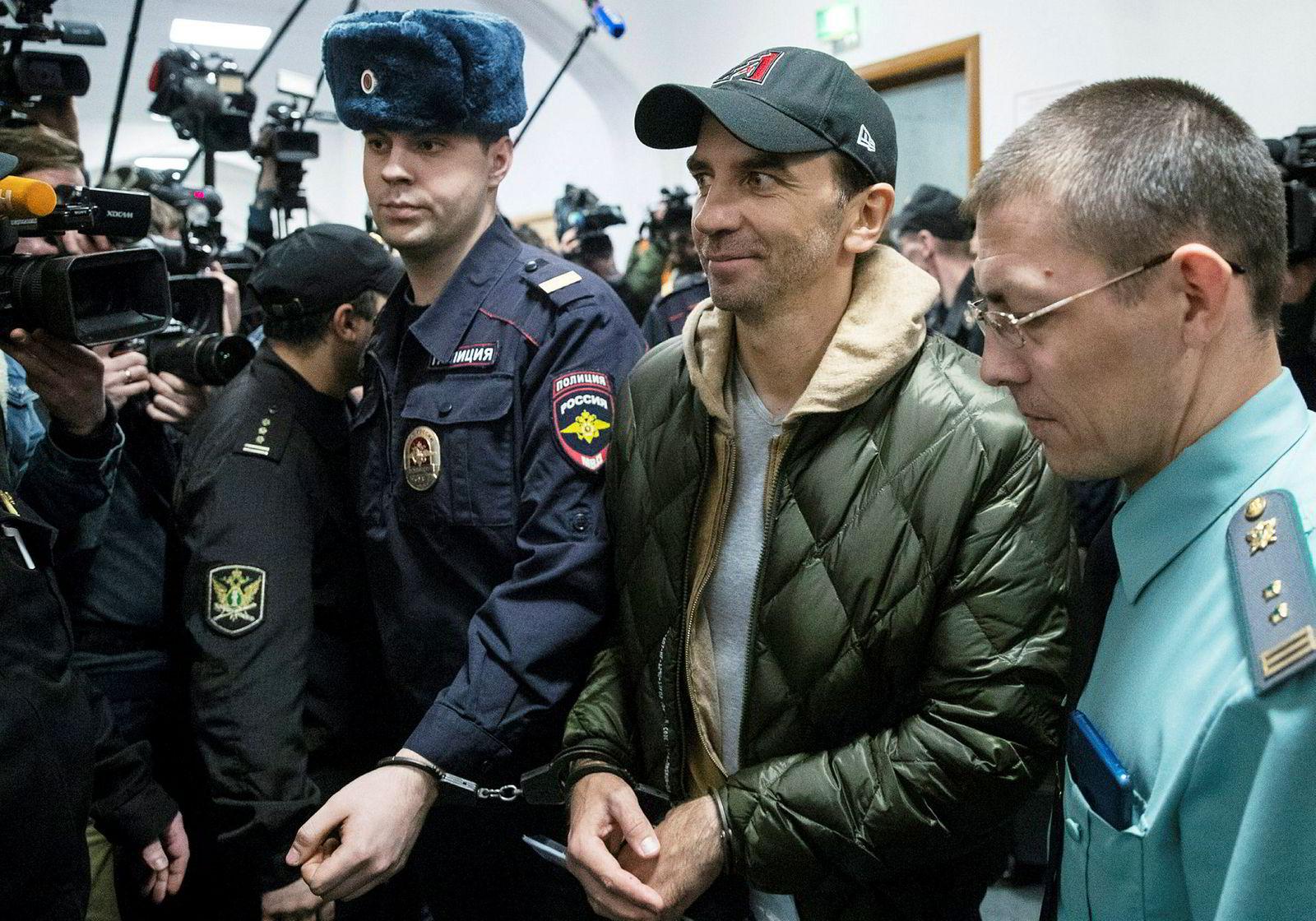 Mikhail Abyzov (i midten), tidligere minister med ansvar for åpenhet og transparens i Russland, har ifølge Uppdrag Granskning sluset seks milliarder svenske kroner gjennom Swedbank til skatteparadis. Han er i dag varetektsfengslet og anklaget for korrupsjon.