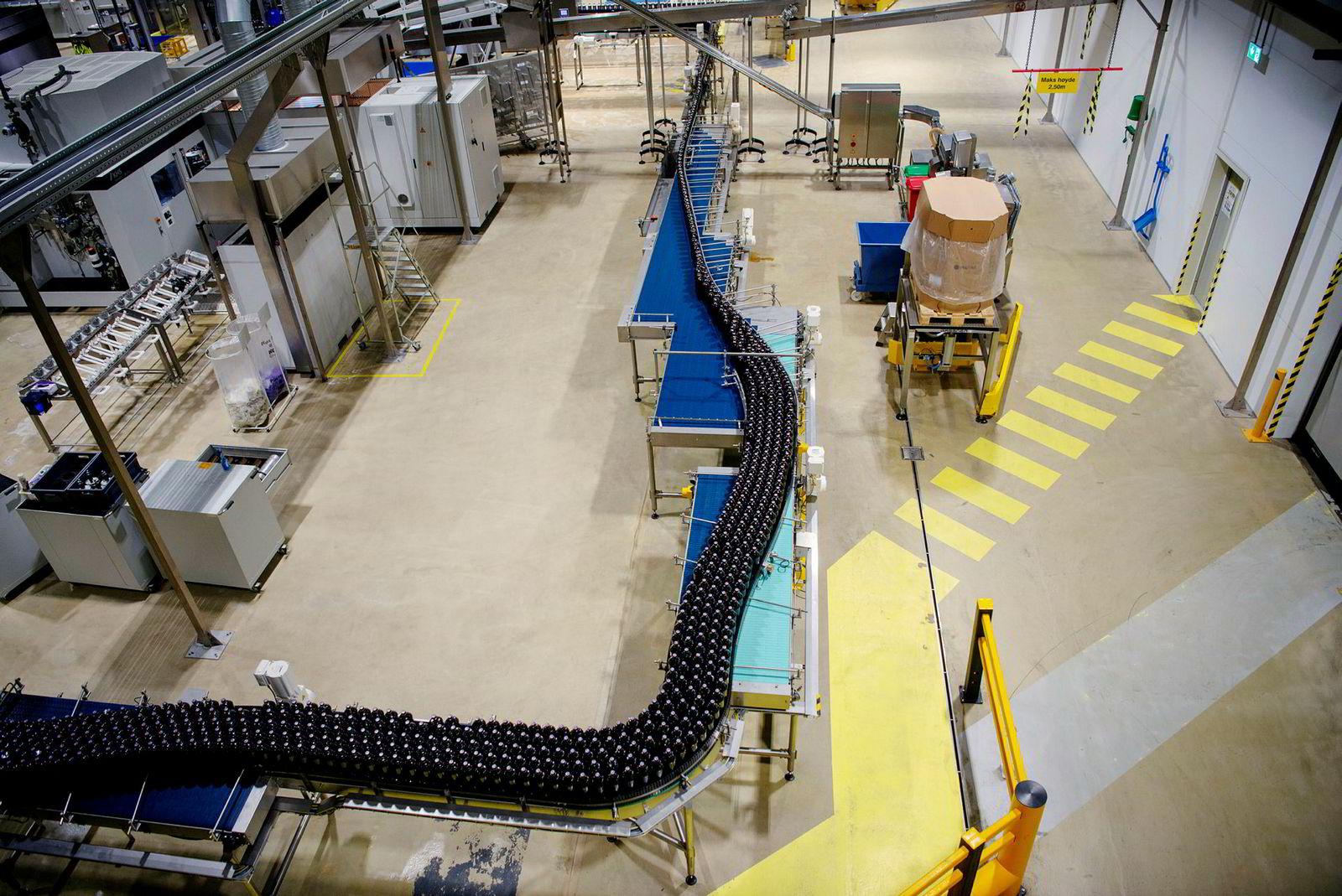 Ringnes kan produsere oppimot 300.000 liter Pepsi Max tappet på 1,5 literflasker i løpet av et skift.