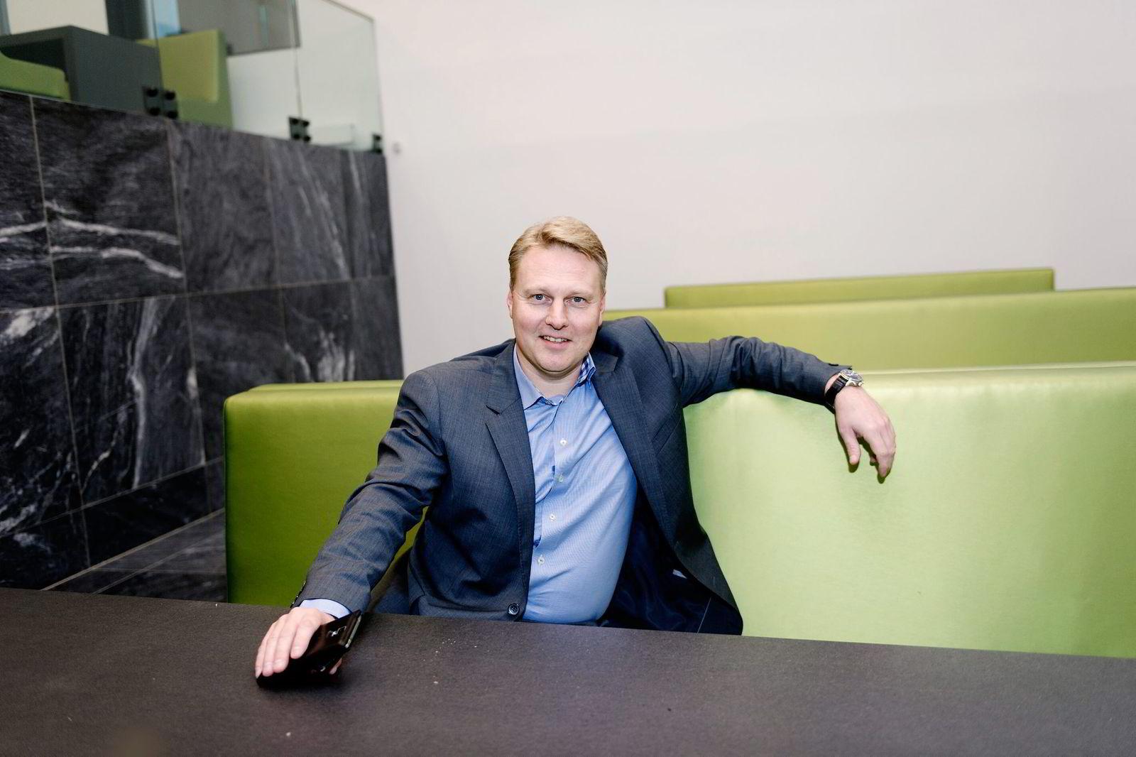 Konserndirektør i DNB, Trond Bentestuen, bruker renten til å holde på kundene.