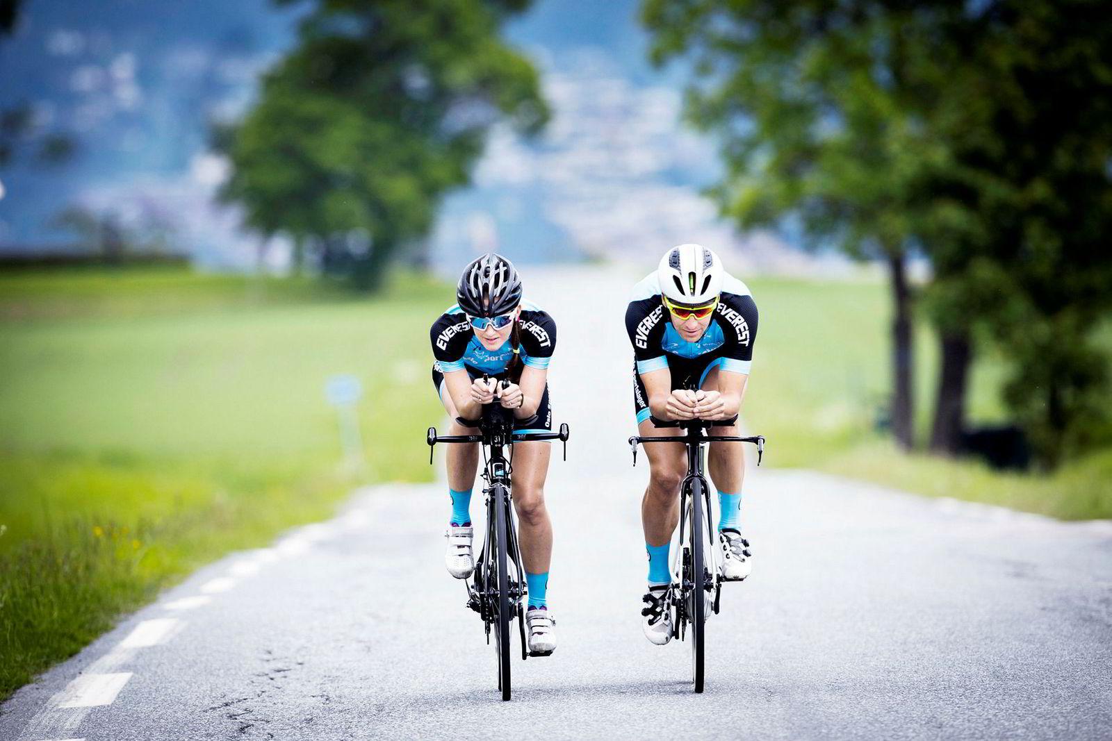 Ekteparet Trude Wermskog Stormo (36) og Lars Petter Stormo (37) trener de fleste øktene sammen. De to er begge i norgestoppen i triatlon.