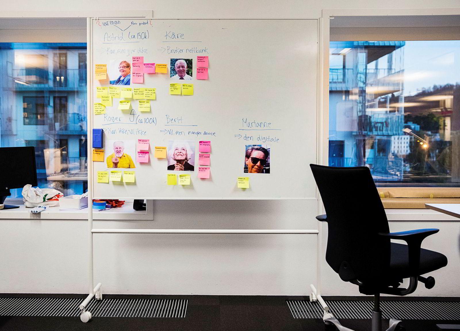 Post-it-lapper og whiteboards henger overalt på «Digital floor».