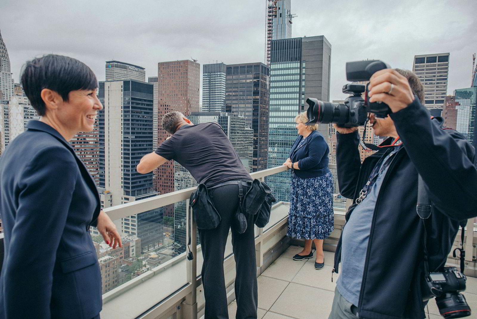 Utenriksminister Ine Eriksen Søreide (til venstre) og statsminister Erna Solberg (bak) møtte norsk presse i New York søndag. Søreide drar om få uker til den kanadiske byen Ottawa for et toppmøte om en reform i WTO. – Canada er blitt en nær partner i slike spørsmål, sier hun.