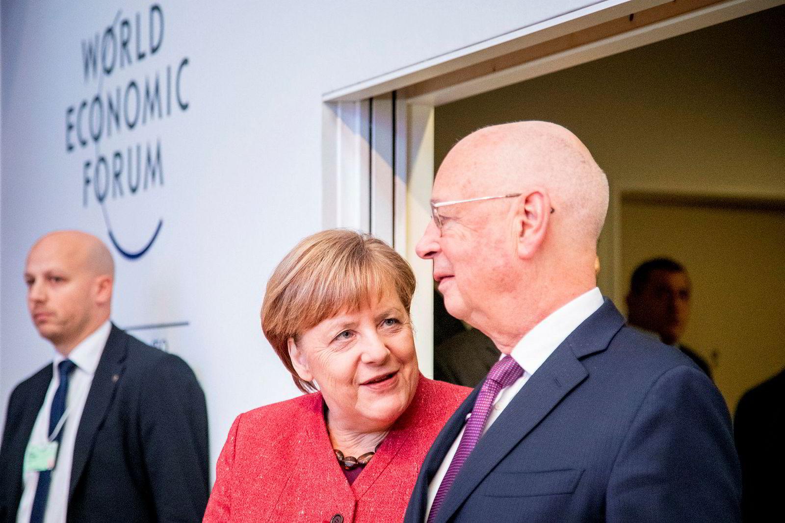 Den tyske forbundskansleren Angela Merkel sammen med grunnleggeren av World Economic Forum, Klaus Schwab.