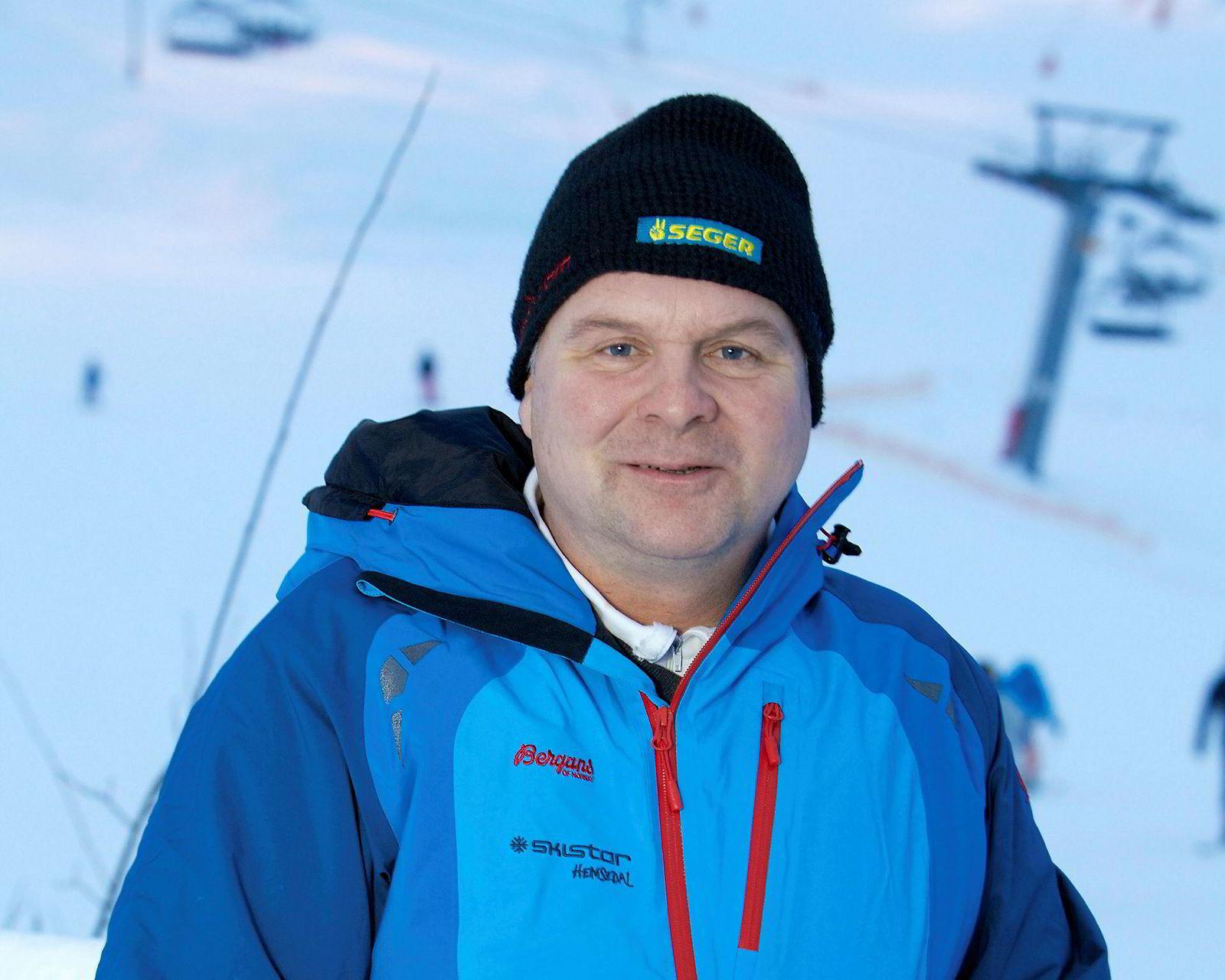 Andreas Smith-Erichsen, destinasjonssjefen for Skistar-konsernet i Hemsedal som fra nyttår blir sjef på Geilo, reagerer sterkt på at reiselivssjef Pål K. Medhus støtter regjeringens forslag om å øke reiselivsmomsen.