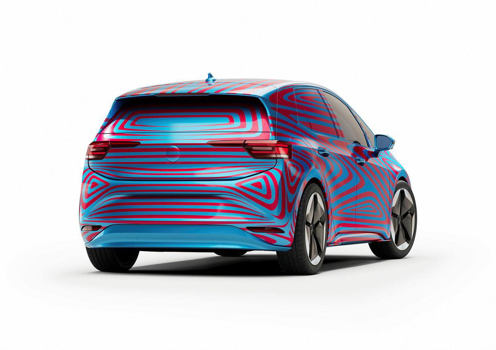 Bilen er på størrelse med en Golf på utsiden, men ifølge Volkswagen har den plassen til en Passat innvendig.
