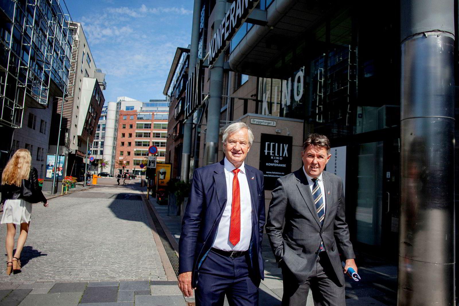 Fungernede konsernsjef Geir Karlsen (til høyre) og avgått toppsjef – nå spesialrådgiver – Bjørn Kjos etter en resultatpresentasjon på Aker brygge i Oslo i juli.
