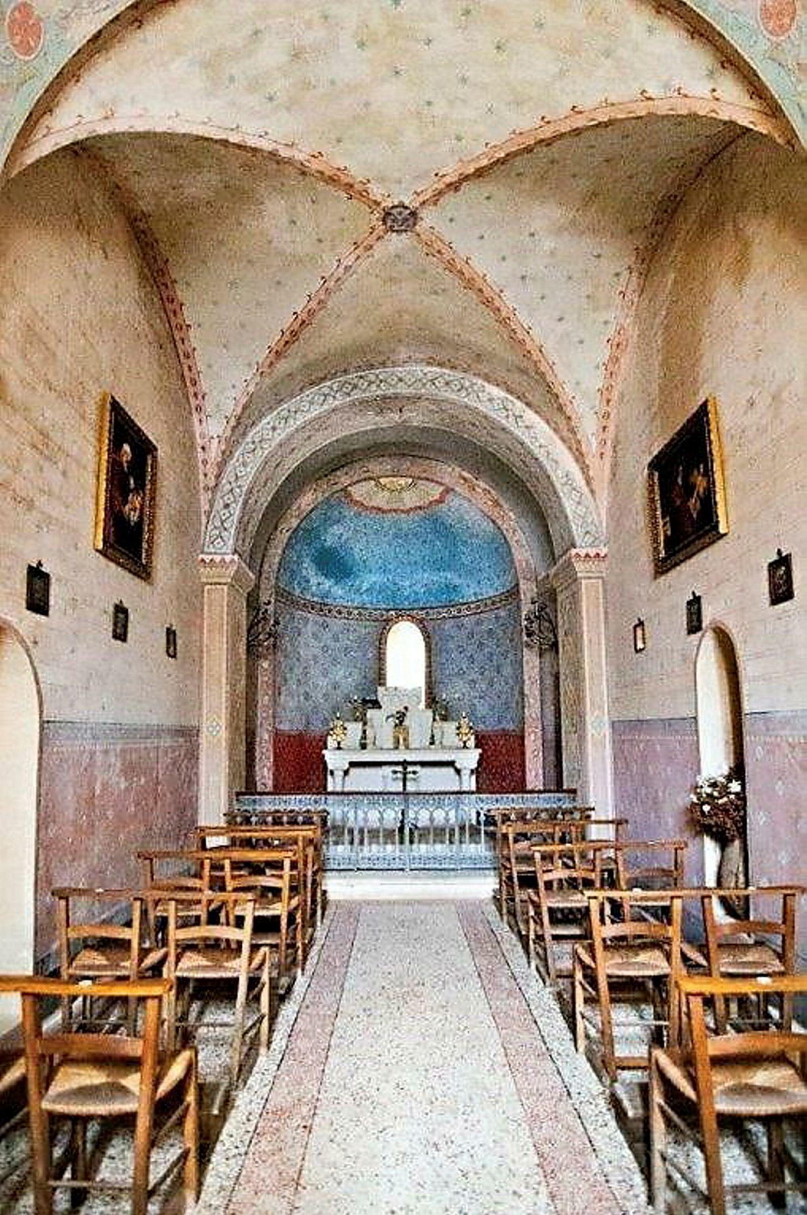 Med slottet følger også et eget kapell med en historie som går mer enn 1000 år tilbake i tid.